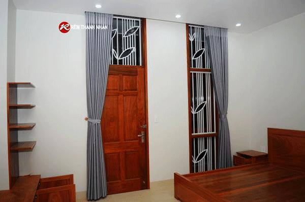mau rem cua phong ngu dep mau ghi sang - Lựa chọn mẫu rèm cửa phòng ngủ đẹp tại Hà Nội