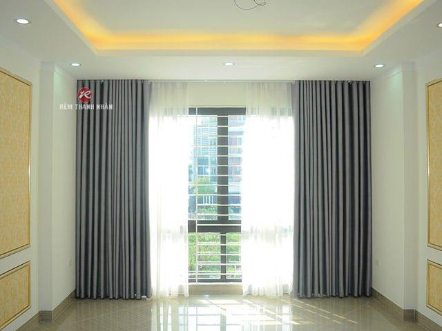 Mẫu rèm vải hoa văn chìm sử dụng cho không gian rèm cửa phòng khách