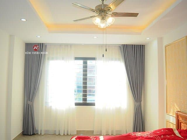 Mẫu rèm vải hoa văn chìm đẹp sử dụng cho không gian rèm cửa phòng ngủ