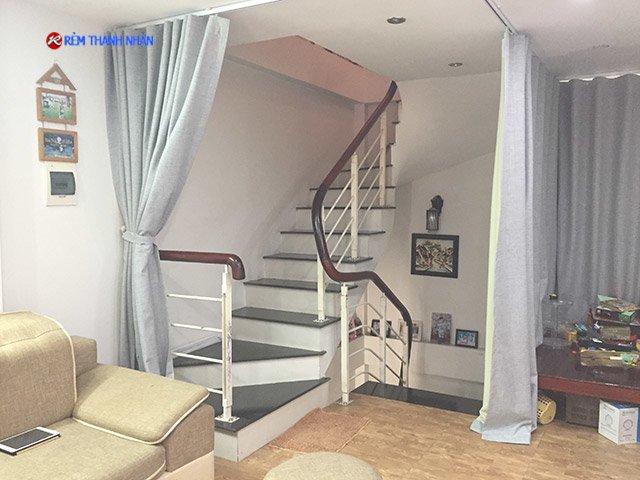 rem vai ngan lanh dieu hoa phong khach - Rèm ngăn lạnh phòng điều hòa cho phòng khách và cầu thang