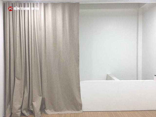 Rèm vải ngăn phòng điều hòa giếng trời