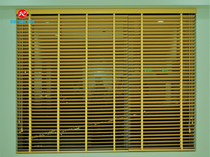 Rèm gỗ che nắng cửa sổ phòng khách