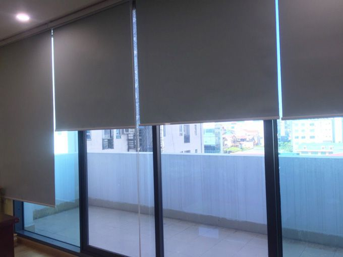 Rèm cuốn cửa sổ chống nắng văn phòng