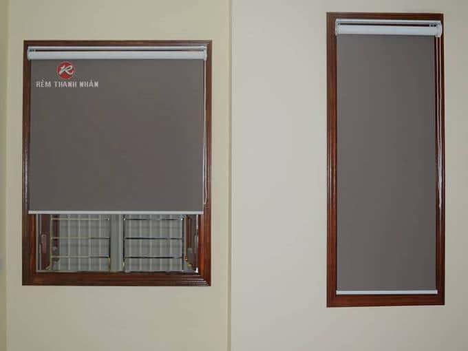 Rèm cuốn chống nắng cửa sổ màu nâu