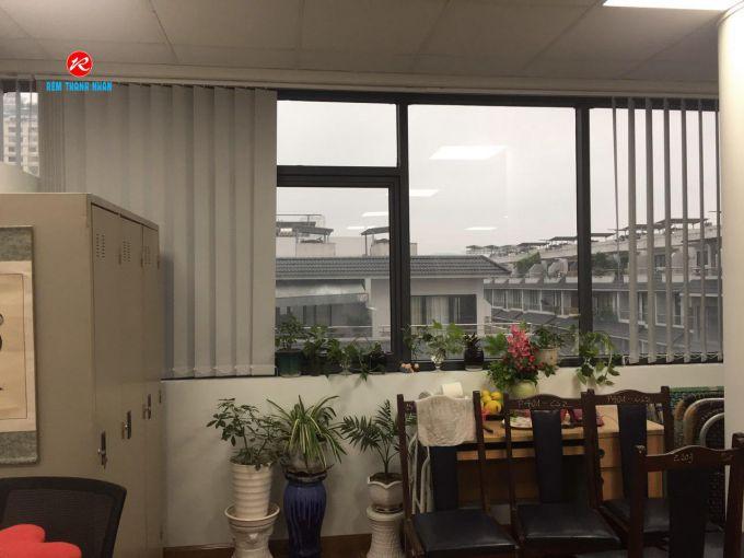 Rèm lá dọc che cửa sổ