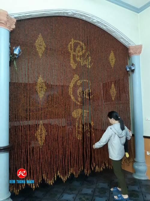 Mẫu rèm hạt gỗ đẹp phòng thờ