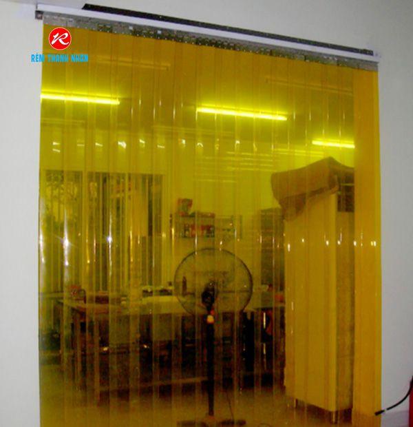 Rèm nhựa ngăn lạnh màu vàng cam