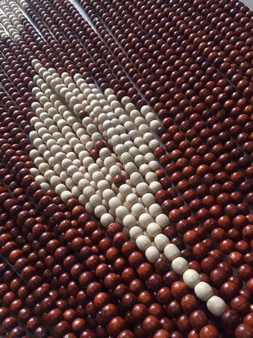 Hạt gỗ Hương và hạt gỗ Bồ Đề