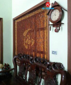 Rèm hạt gỗ Hương treo cửa sổ phòng khách