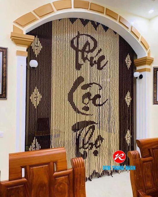 Mành hạt gỗ che cửa phòng thờ