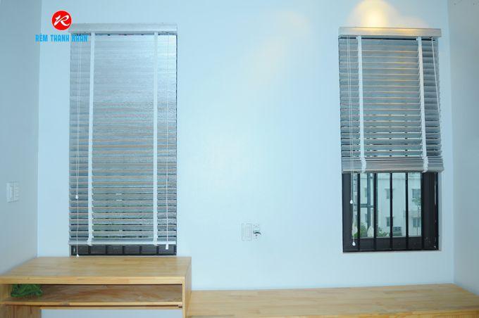 Rèm gỗ STW-061 che cửa sổ phòng ngủ